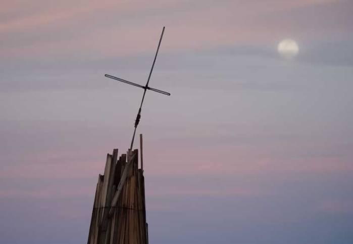 pur-cross-moon