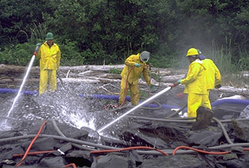 cleanup-workers-high-pressure-hoses-exxon-valdez-oil-spill-trustee-council_356